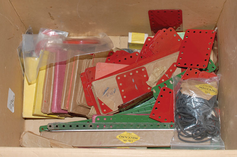 Meccano quantity of loose and factory packed parts including 190-198 flexible plates x 15, 103 flat girders x 2, conical discs, driving bands and a quantity of other items