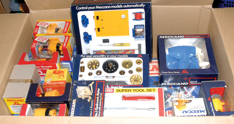 Meccano 1970s/80s and later issue sets and motors a quantity consisting of Hyper Construction Set, Electronic Control Set, reversible and universal motors x 6, EMEBO motor, magic motor, hand generator, gear set, power pack, reversible motor, No