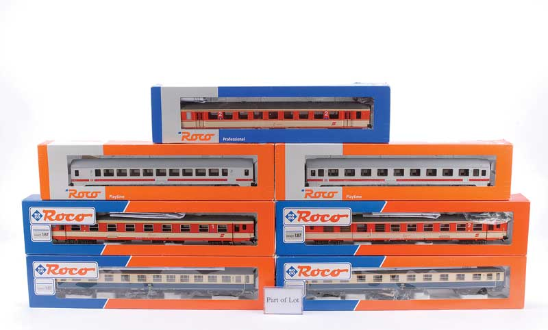 HO Roco a group of Passenger Coaches comprising 5 x OBB orange and cream  livery (45125 2nd Class, 45129 1st/2nd, 44853 2nd Class/Baggage, 45021 1st  Class, ...