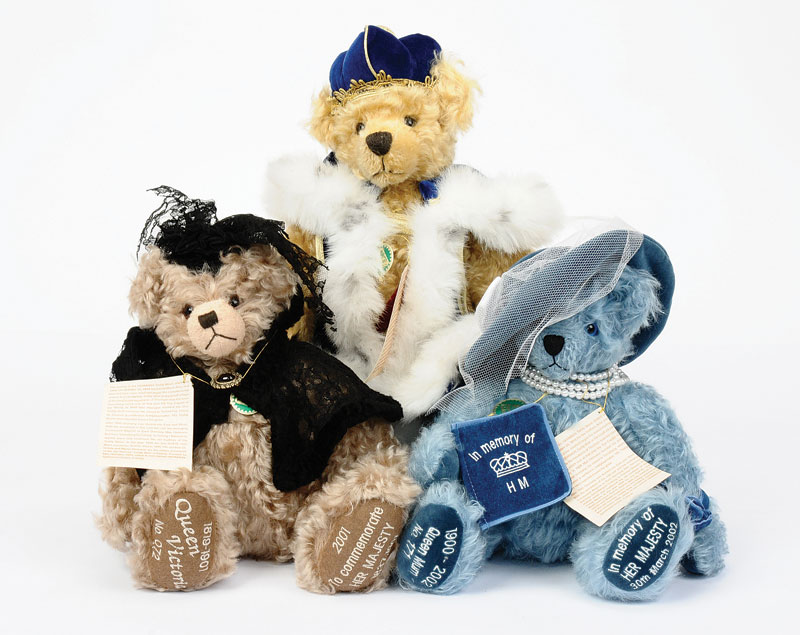 492529d92508 Hermann-Speilwaren 3 x Royal Theme Limited Edition Bears including  Queen  Victoria (1819