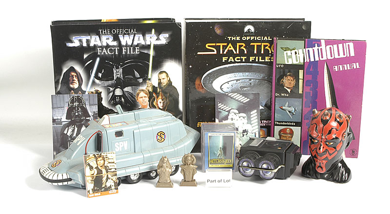Kenner Star Wars figures and accessories plus Star Trek: Episode 1 Jar Jar Binks, 1999 issue; Deluxe Hoth Rebel Soldier, 1997 issue; Darth Maul, 1999 issue; Anakin Skywalker, 1999 issue; Power of the Force Gunner Station, 1997 issue; plus other similar lo
